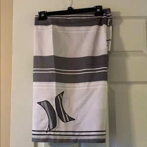 Set of 2 men's hurley board shorts.